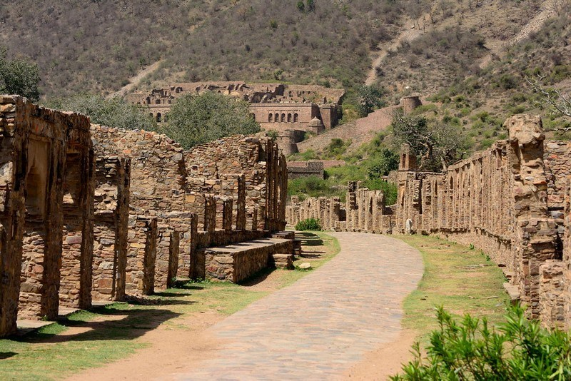 770752893Alwar_Bhangarh_Fort_Main